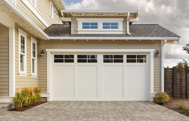 Professional Garage Door Installation vs. DIY Kits – Which Is Better?