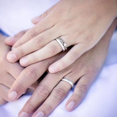 What Types of Rings Do Couples Give to Each Other?